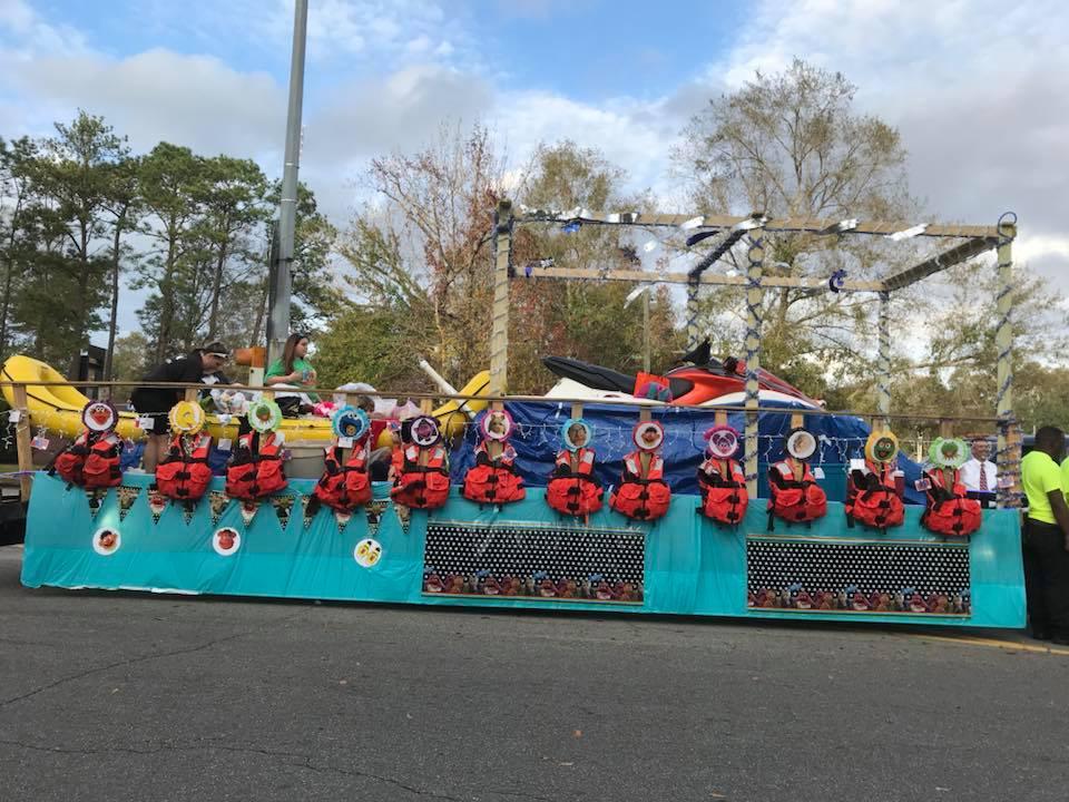 Christmas Float Ideas.Star Rescue Local Christmas Parade
